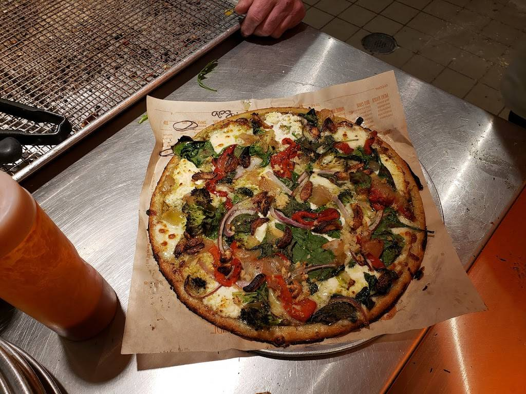 Blaze Pizza | meal takeaway | 600 Central Ave Ste 107, Highland Park, IL 60035, USA | 8472649261 OR +1 847-264-9261