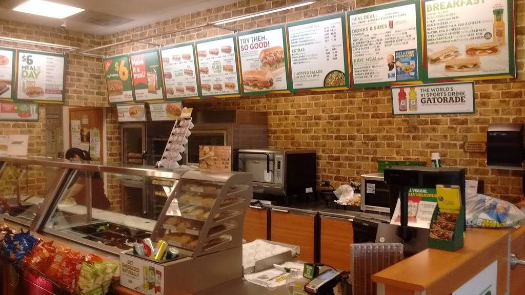 Subway Restaurants | restaurant | 700 E Tri-State Toll Rd, South Holland, IL 60473, USA | 8153909006 OR +1 815-390-9006