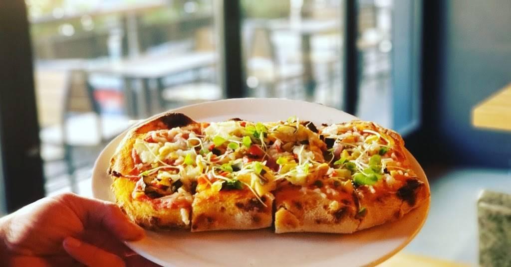 Casatis Pizza Vino   restaurant   444 W Fullerton Pkwy, Chicago, IL 60614, USA   7738571237 OR +1 773-857-1237