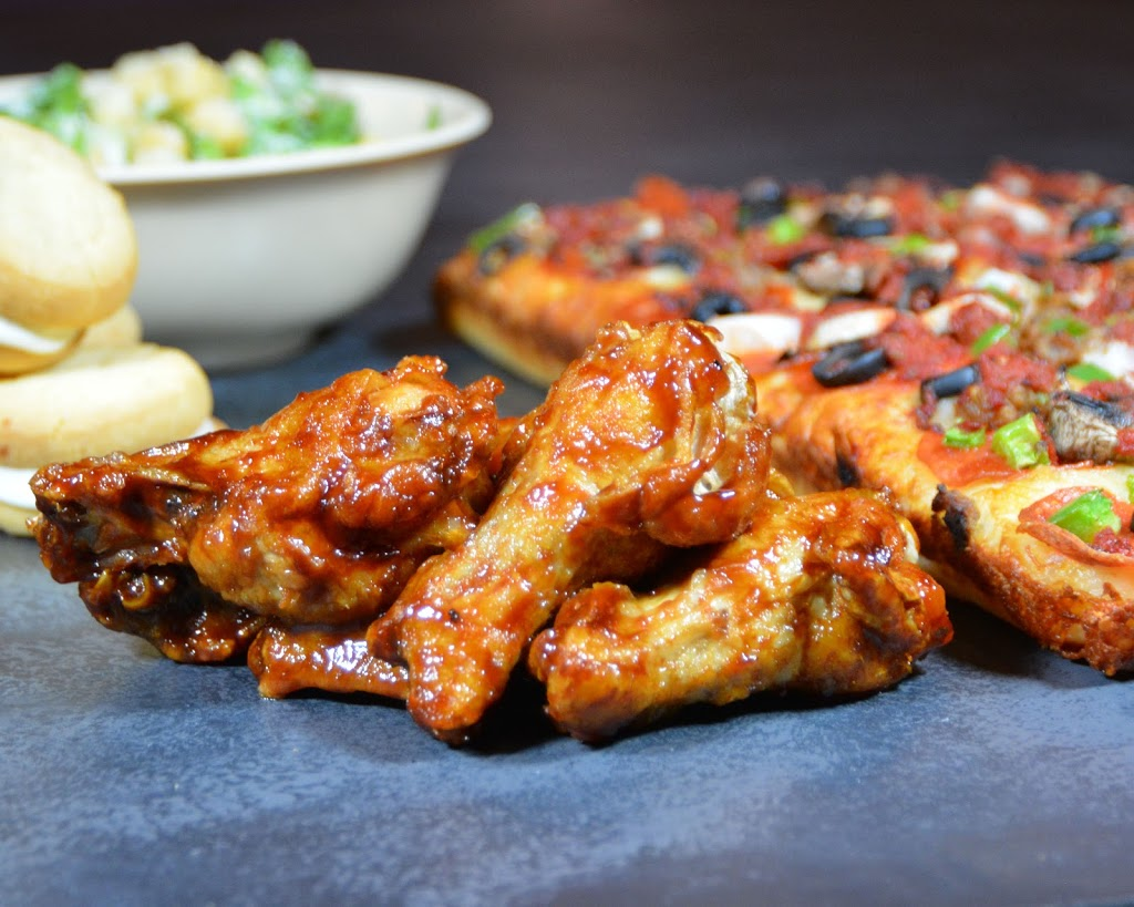 BOSS. Pizza + Wings | restaurant | 7095 N Cedar Ave, Fresno, CA 93720, USA | 5594782223 OR +1 559-478-2223