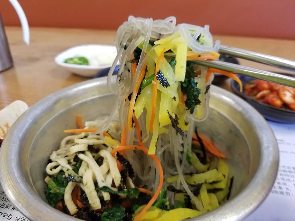 Jinsol Gukbap | restaurant | 4253 W 3rd St, Los Angeles, CA 90020, USA | 2139085636 OR +1 213-908-5636