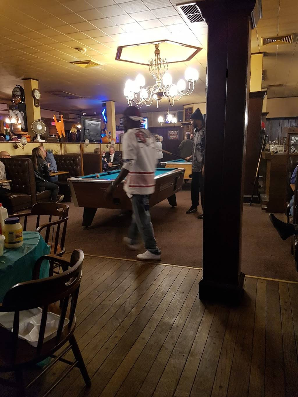 Waterford Inn | restaurant | 6825 Ludlow St, Upper Darby, PA 19082, USA | 6103527300 OR +1 610-352-7300