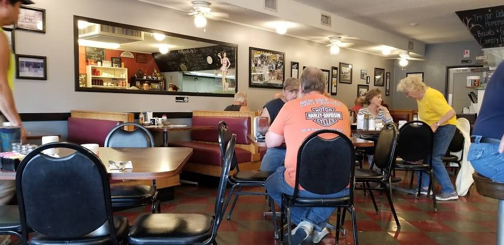 Worth Snack Shop   restaurant   6948 W 111th St, Worth, IL 60482, USA   7084484471 OR +1 708-448-4471