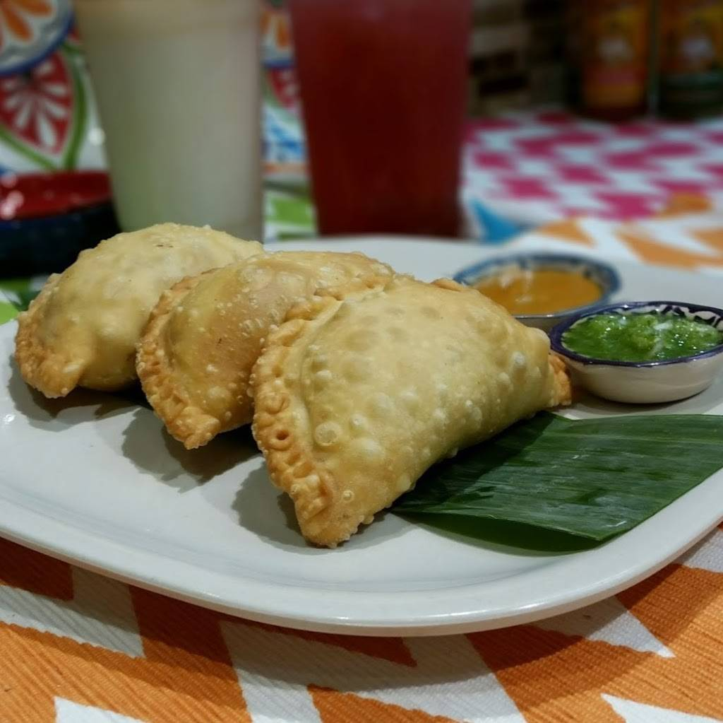 Litos Empanadas | restaurant | 2566 N Clark St, Chicago, IL 60614, USA | 7738571337 OR +1 773-857-1337