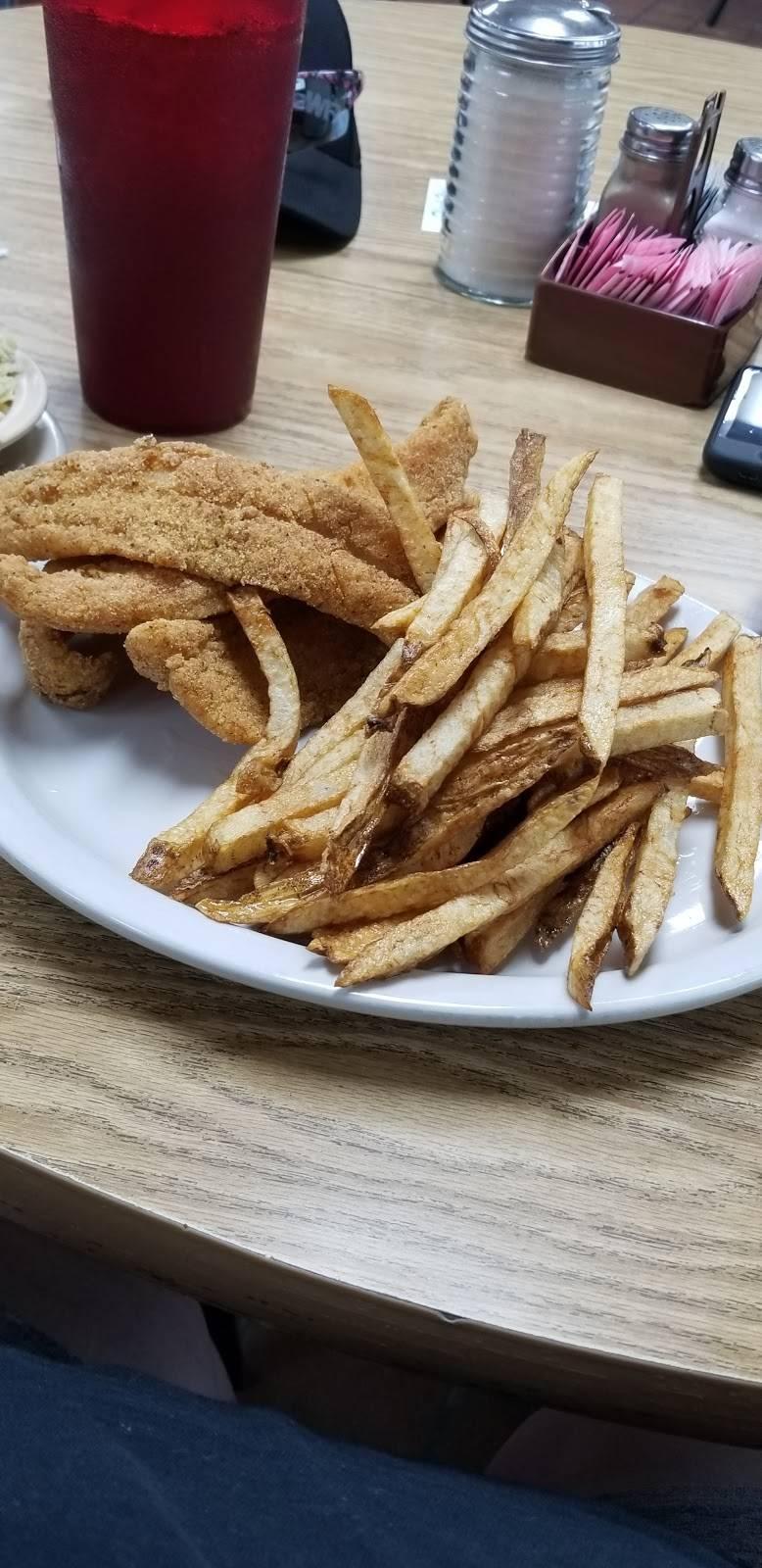 Hitchin Post Restaurant | restaurant | 3707 I-35, Gainesville, TX 76240, USA | 9406659400 OR +1 940-665-9400