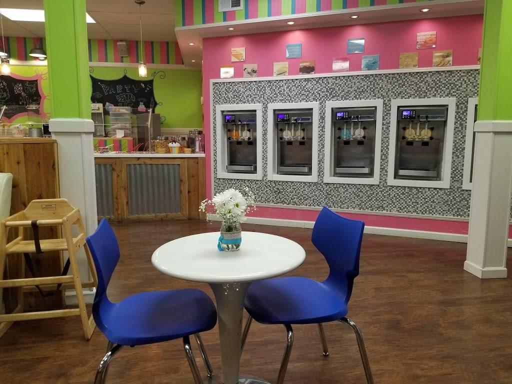 Sweetsie Treatz   restaurant   438 E Elk Ave, Elizabethton, TN 37643, USA   4235181190 OR +1 423-518-1190