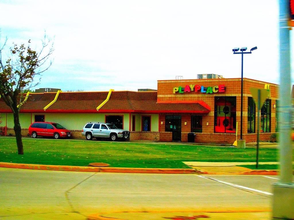 McDonalds | cafe | 1101 N Main St, Dodgeville, WI 53533, USA | 6089352420 OR +1 608-935-2420
