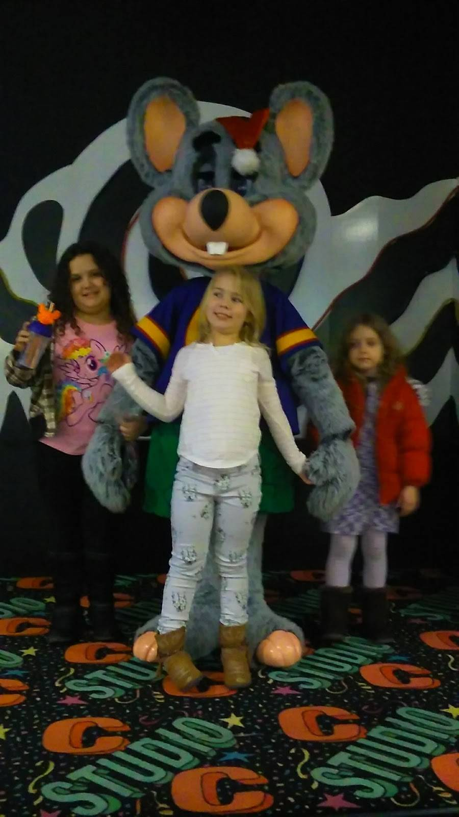 Chuck E. Cheeses | restaurant | 101 Clearview Cir, Butler, PA 16001, USA | 7242824659 OR +1 724-282-4659