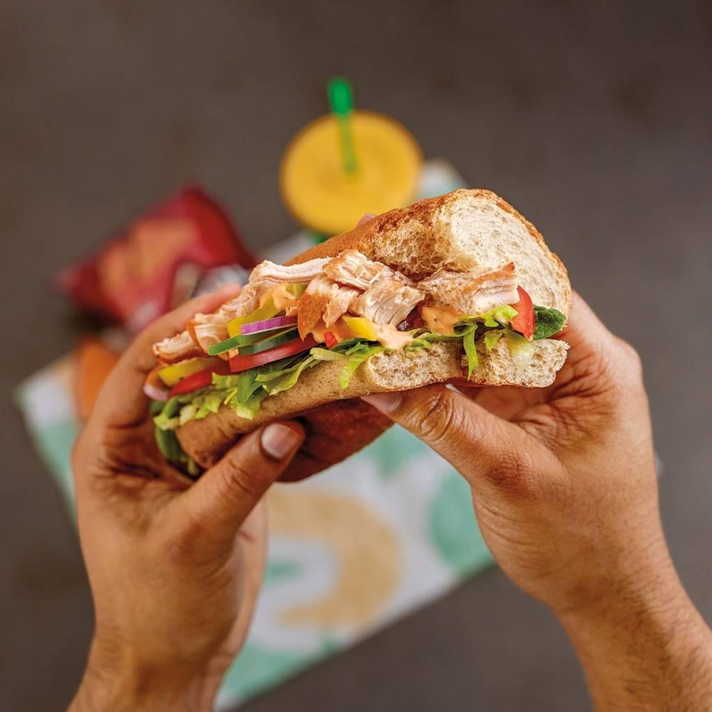 Subway | meal takeaway | 357 Belle Terre Blvd, Laplace, LA 70068, USA | 9856528700 OR +1 985-652-8700