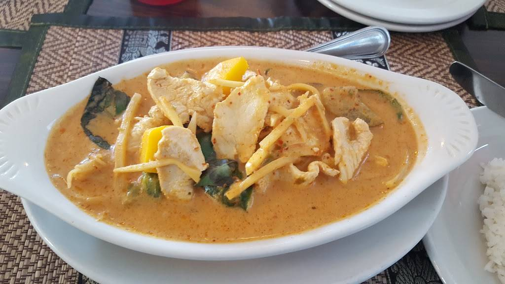 Two Sisters Thai | restaurant | 207 N Main St, Walworth, WI 53184, USA | 2623945700 OR +1 262-394-5700