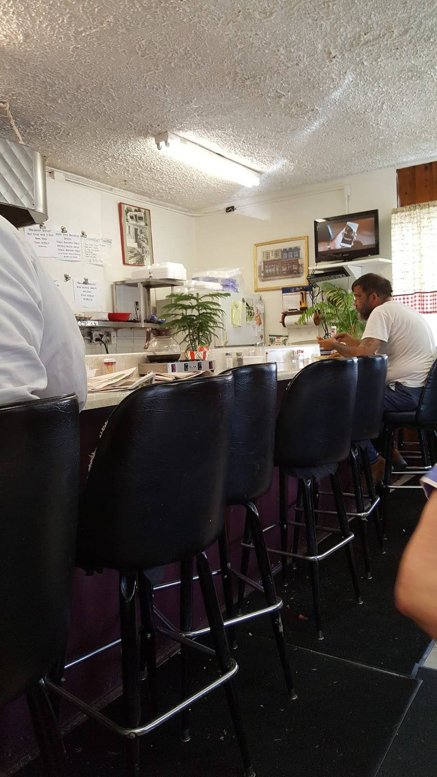 Charlie And Litzas South Main Cafe   restaurant   101-133 W Park Ave, Culpeper, VA 22701, USA