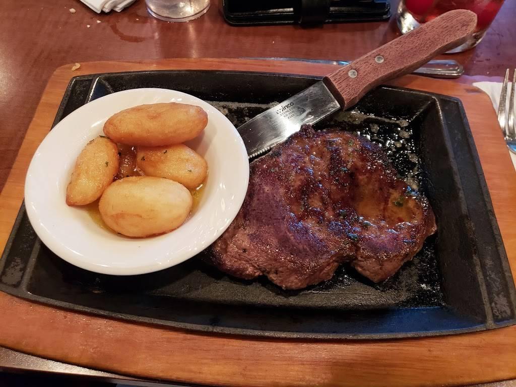 Cimarolis Supper Club   restaurant   W11793 WI-127, Portage, WI 53901, USA   6087422238 OR +1 608-742-2238