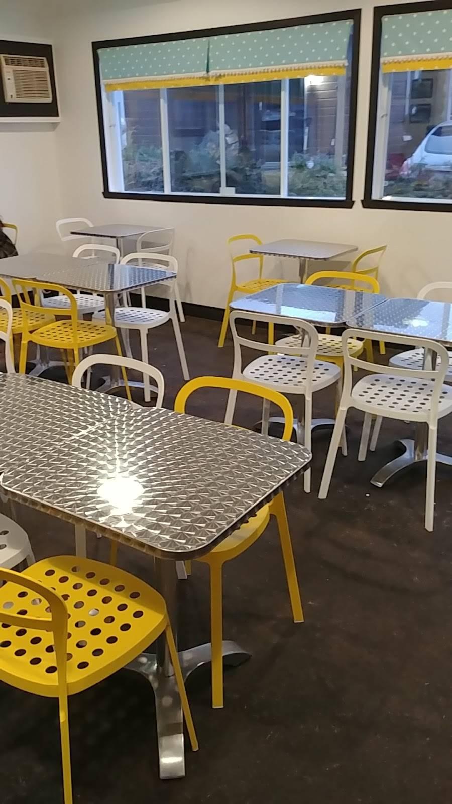 Frites Madame | restaurant | 9736 Boulevard de St Canut, Mirabel, QC J7N 1N6, Canada | 4504382966 OR +1 450-438-2966
