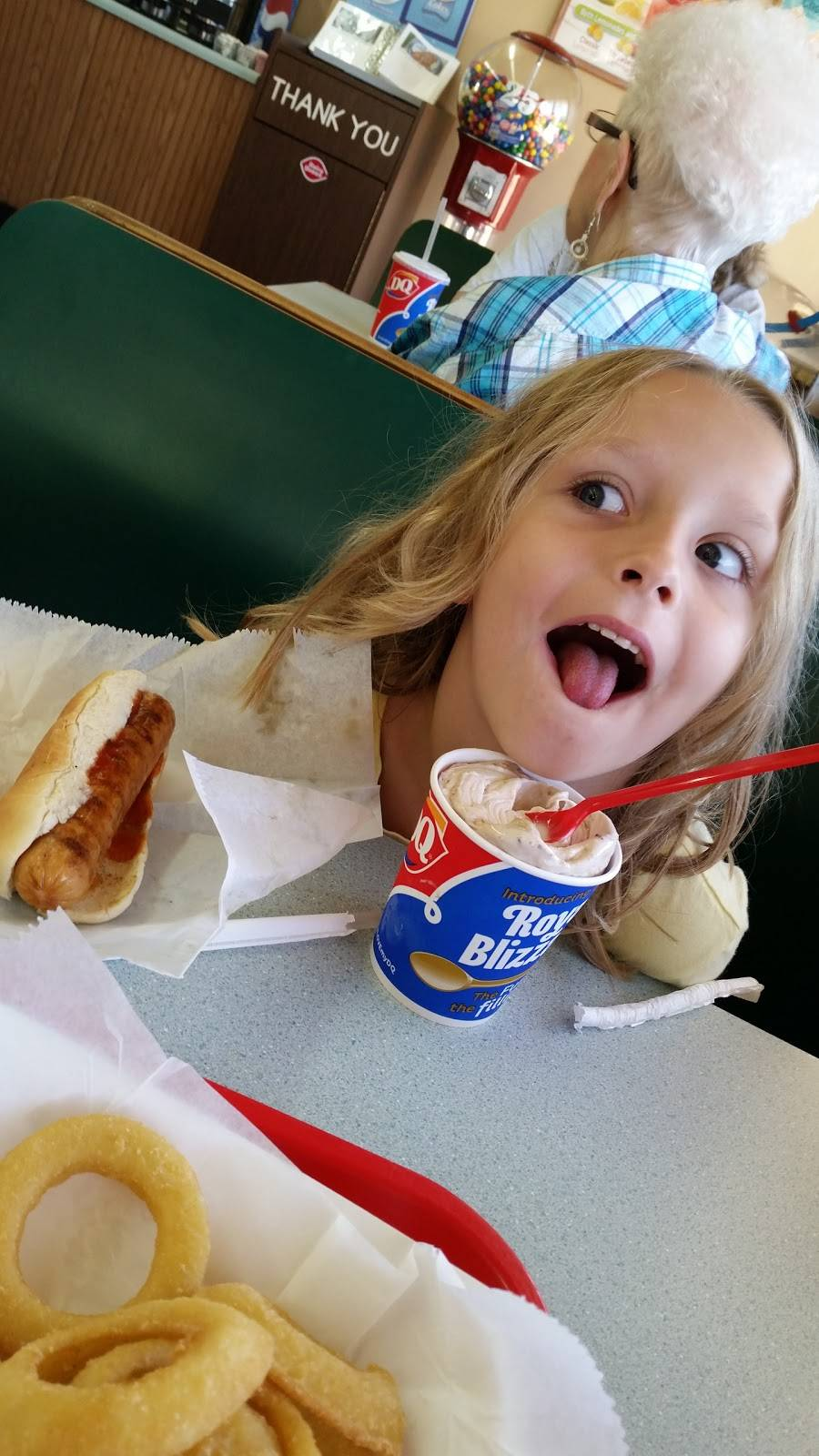 Dairy Queen | restaurant | 212 7th St SE, Oelwein, IA 50662, USA | 3192834515 OR +1 319-283-4515