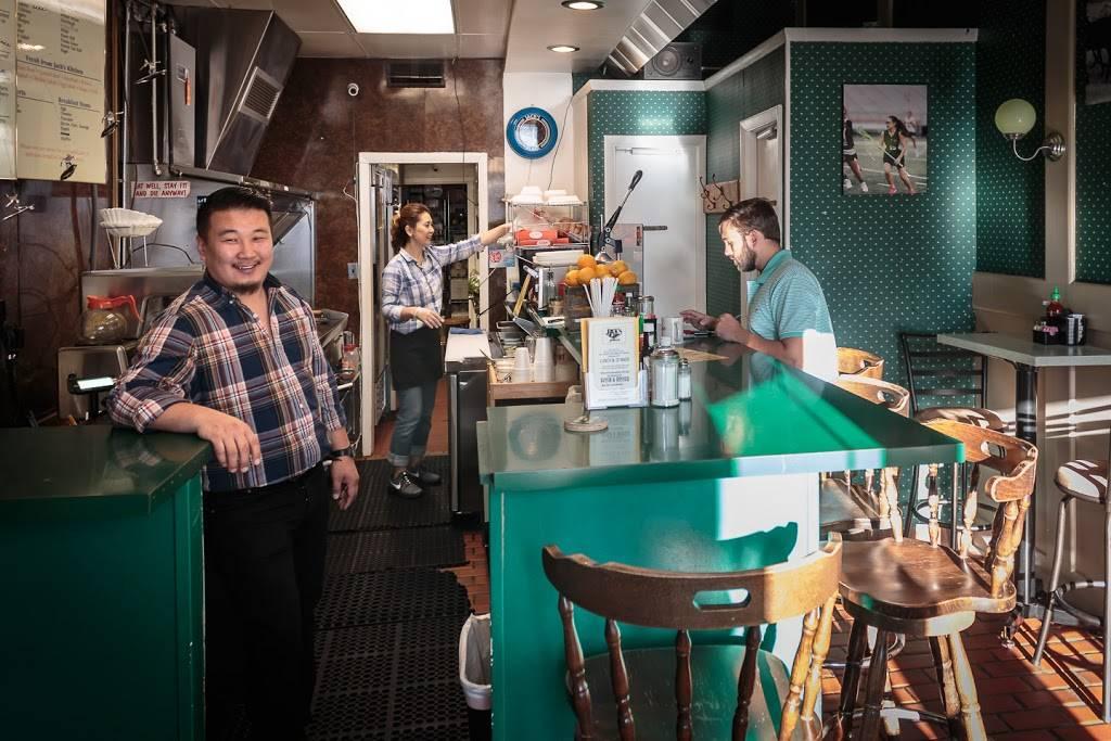 Jacks Place | meal takeaway | 222 N Lee St, Alexandria, VA 22314, USA | 7036840372 OR +1 703-684-0372