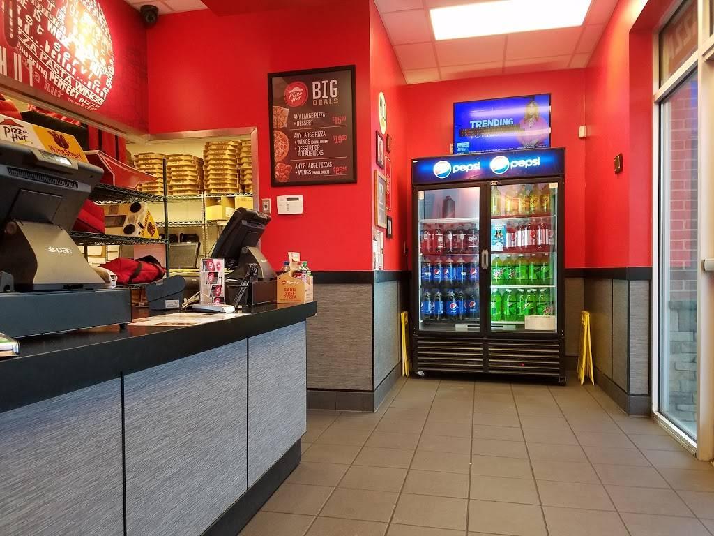Pizza Hut Restaurant 4002 Elton Way 103 Greensboro Nc 27406 Usa