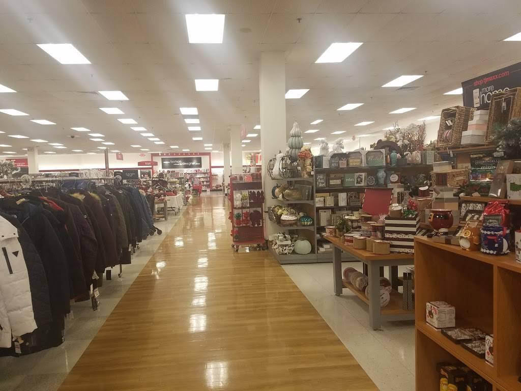 Sand Hill Plaza | shopping mall | 228 S Main St, Newtown, CT 06470, USA