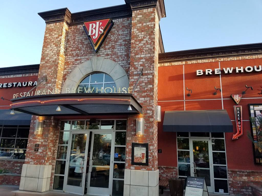 BJs Restaurant & Brewhouse | restaurant | 715 E Shaw Ave, Fresno, CA 93710, USA | 5595701900 OR +1 559-570-1900
