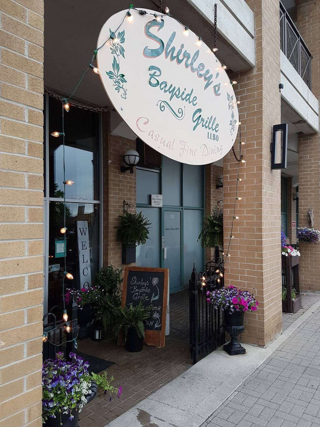 Shirleys Bayside Grille | restaurant | 150 Dunlop St E #102, Barrie, ON L4M 6H1, Canada | 7057350035 OR +1 705-735-0035