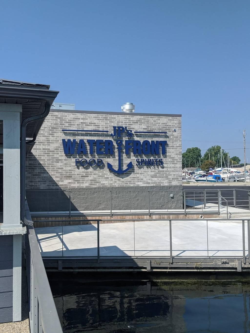 JPs Waterfront | restaurant | 13200 Middle Gibraltar Rd, Gibraltar, MI 48173, USA | 7346726299 OR +1 734-672-6299